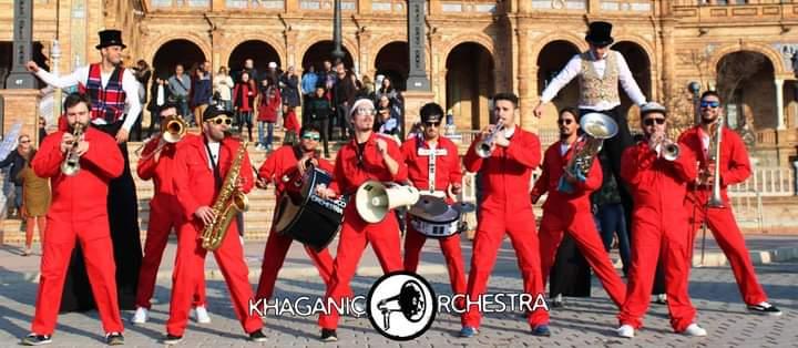 Orquestra percorre ruas centrais de Coura